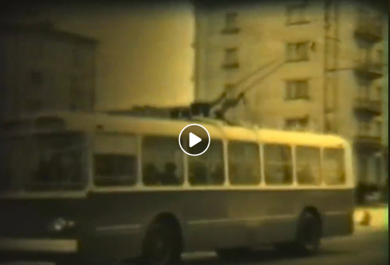 Троллейбус Киев-4 курсирует по Кременчугу в 1968 год - видео № 2053