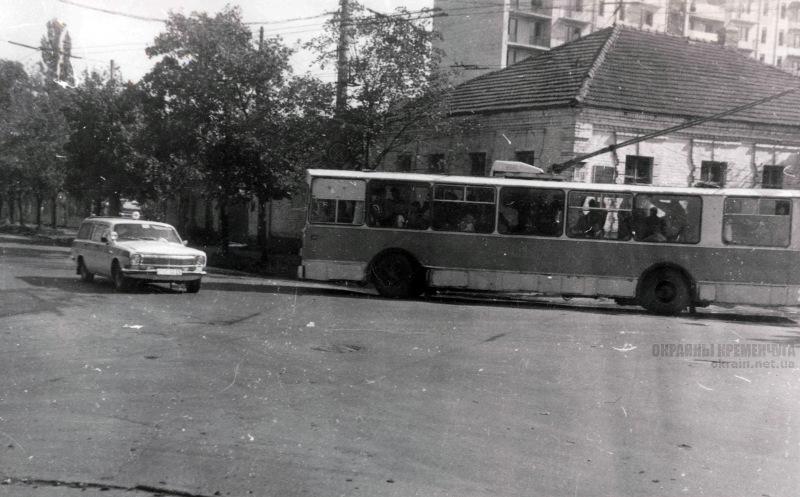 Угол улиц Пролетарской и Красина Кременчуг 1993 год фото номер 2075