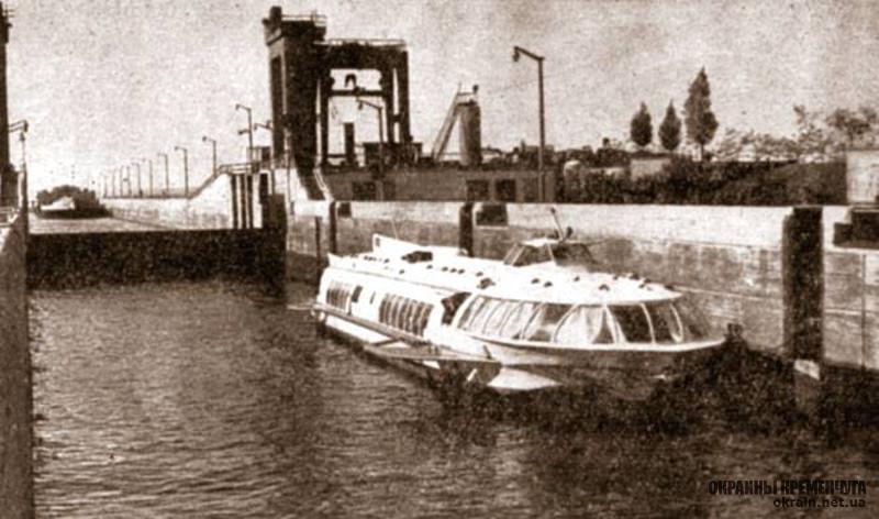 Метеор проходит шлюз Кременчугской ГЭС фото номер 2079