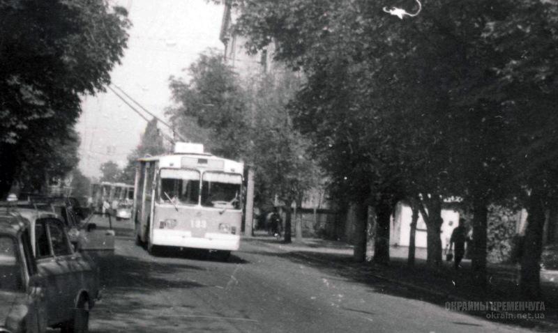Пролетарская улица (ныне Небесной Сотни) Кременчуг 1993 год фото номер 2080