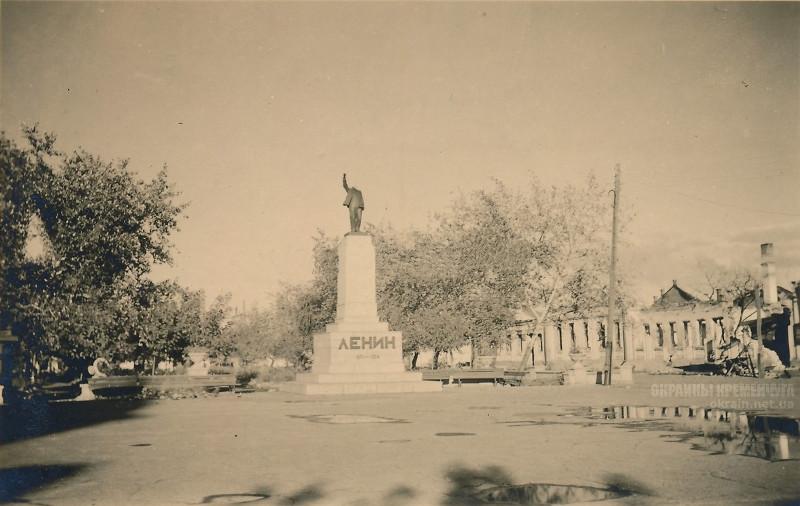 Биржевый сквер Кременчуг 1941 год фото номер 2087