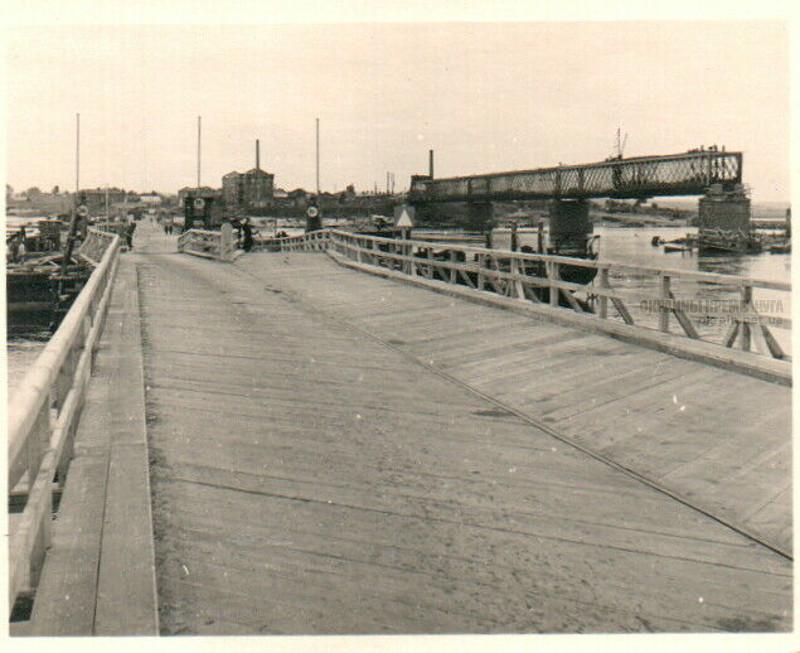 Вид на Крюков с переправы Кременчуг 1941 год фото номер 2096
