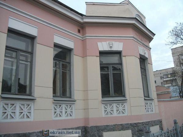 Фотография сохранившегося дореволюционного особняка генерала Гутовского  в Кременчуге