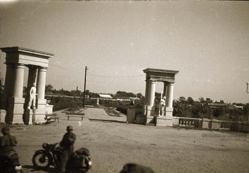 Вход в парк МЮДа Кременчуг 1941 год фото номер 2121