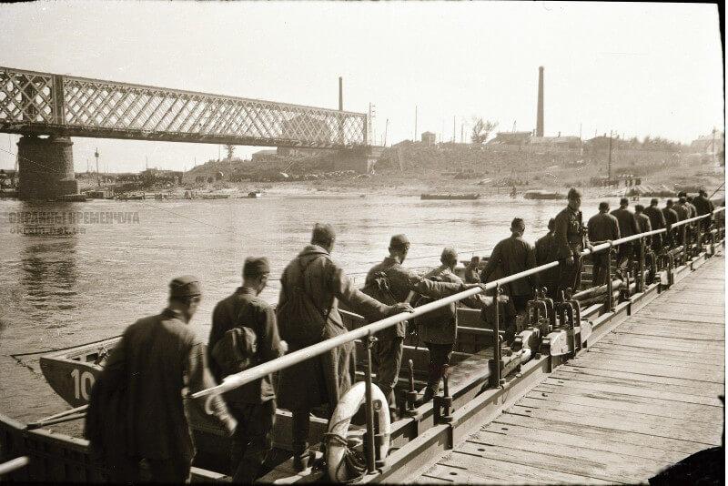 Пленные солдаты РККА на переправе Кременчуг 1941 год фото номер 2135