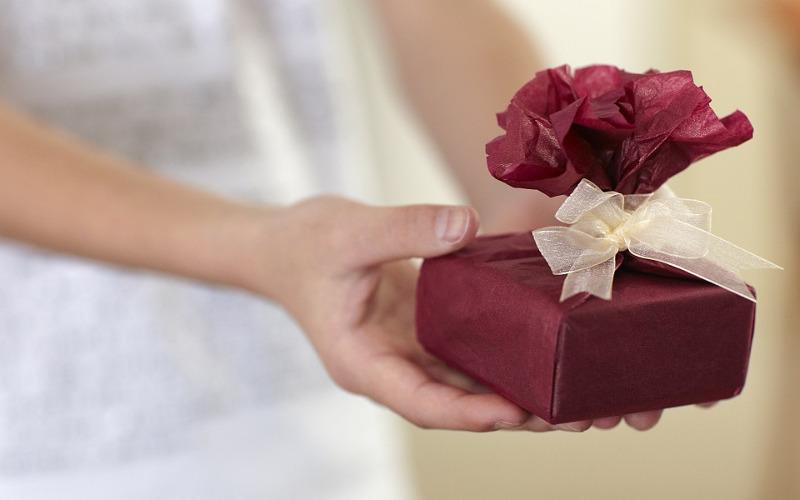 Что можно подарить женщине, не зная о ее интересах?