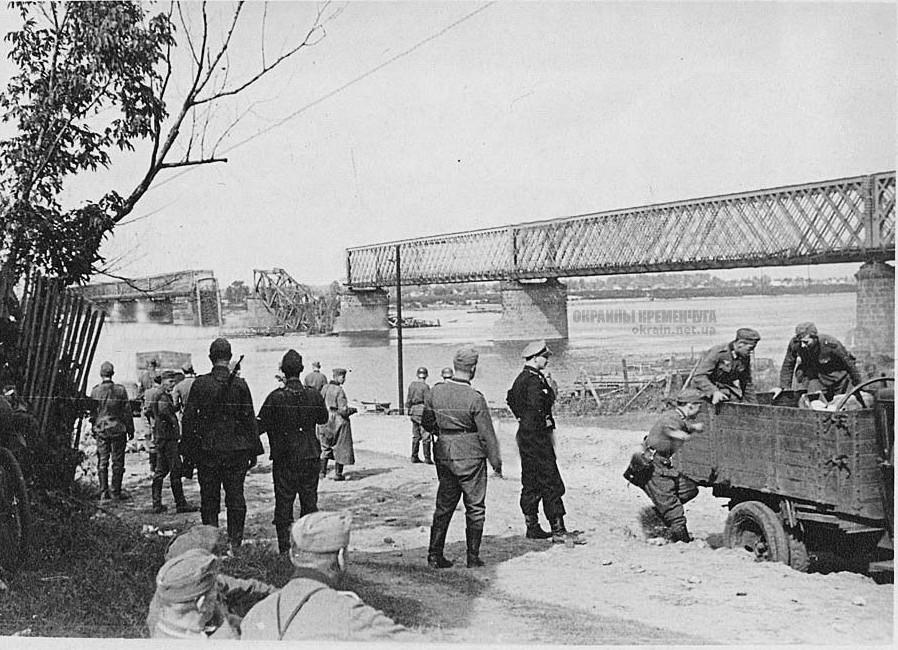 Возле переправы Крюков Кременчуг 1941 год фото номер 2142