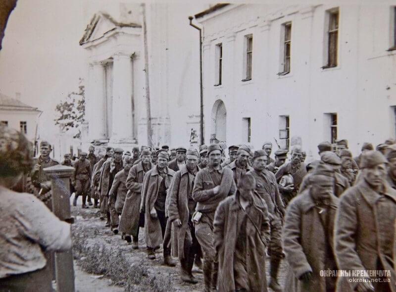 Колонна военнопленных солдат РККА Кременчуг 1941 год фото номер 2156