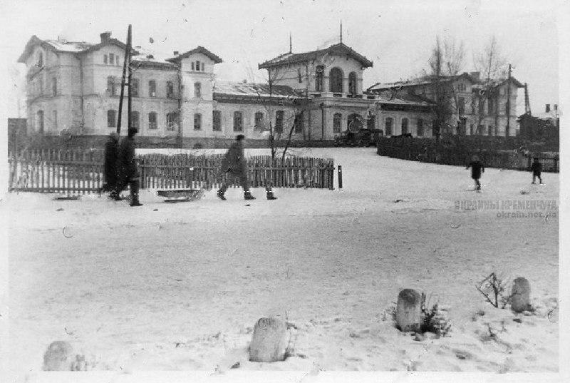 Привокзальная площадь и вокзал Кременчуг 1942 год фото номер 2166