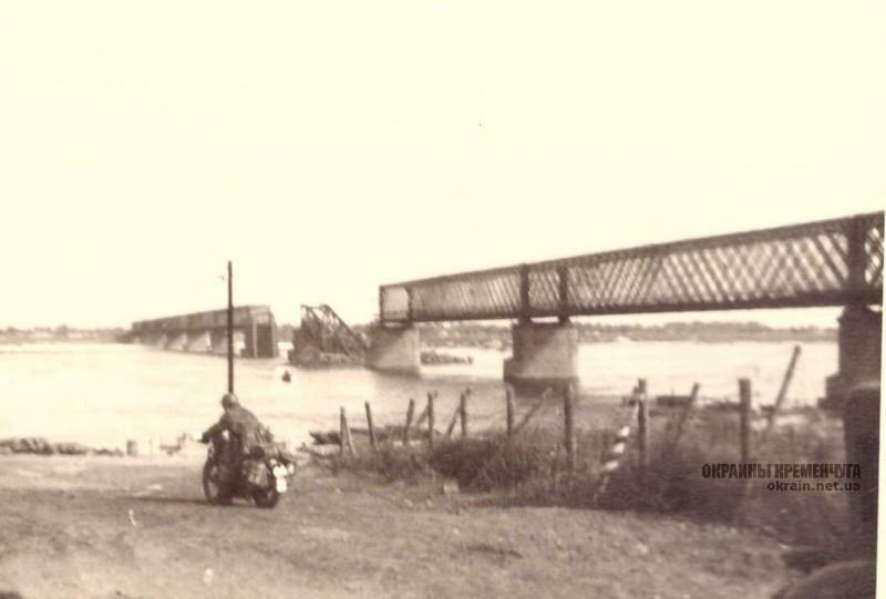 Связной-мотоциклист вермахта (Kradmelder) в Кременчуге 1941 год фото номер 2186