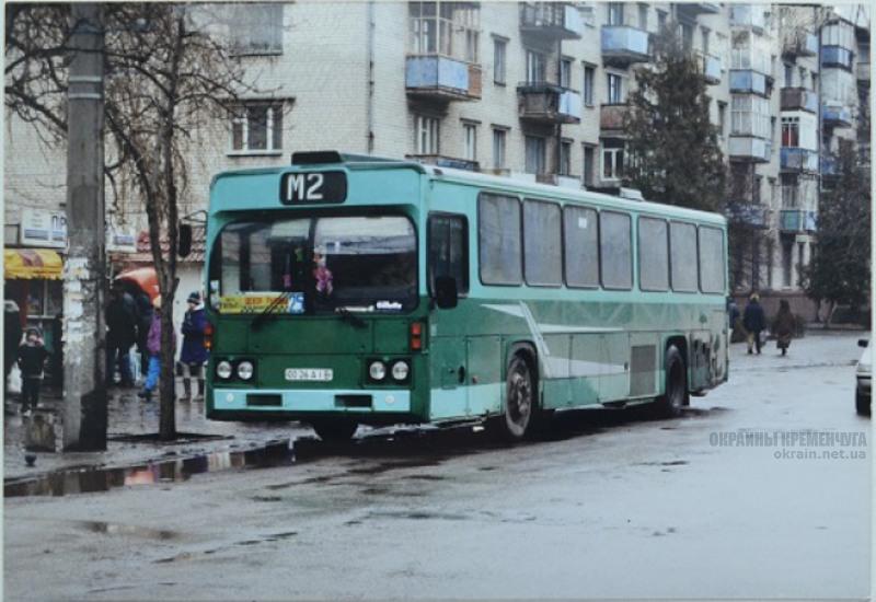 Остановка Центр в Кременчуге 1990-е фото номар 2192
