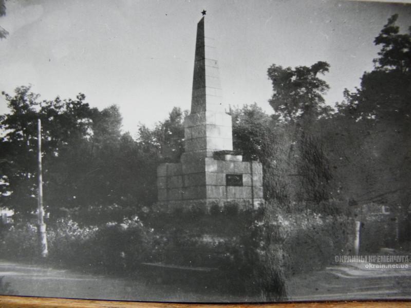 Гранитный обелиск в Почтовом сквере Кременчуг фото номер 2199