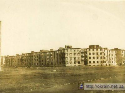 125-ти квартирный дом в 1943 году. Вид с улицы Шевченко. – фото 325