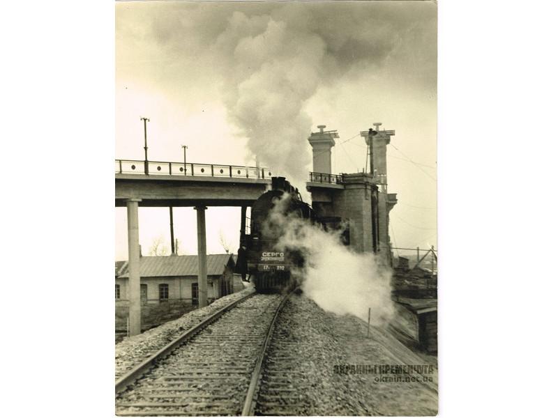 Поезд проходит обкатку на мосту в Кременчуге фото номер 2208