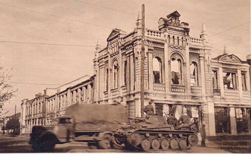 Танк на улице Херсонской в Кременчуге фото номер 2216