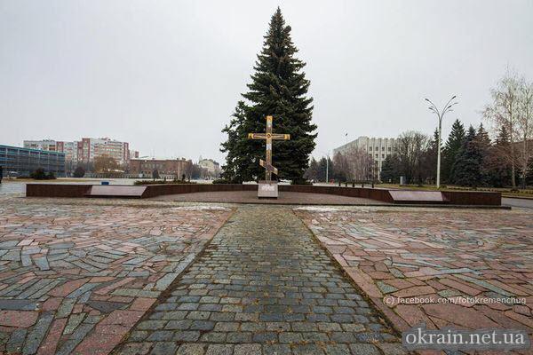 Крест на месте Успенского кафедрального собора