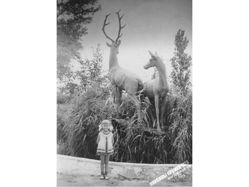 Возле скульптуры Олени в Кременчуге фото номер 2258