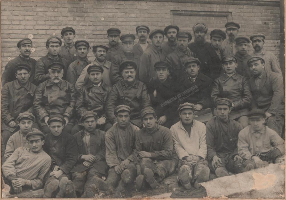 Группа строителей водолечебницы 1926 год фото номер 2278