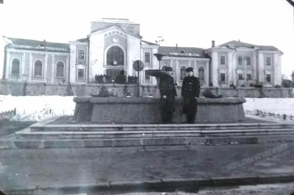 Вид на ж/д вокзал в Кременчуге фото номер 2293