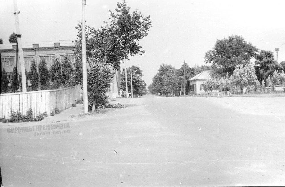 Улица Леонова в Кременчуг 1973 год фото номер 2294