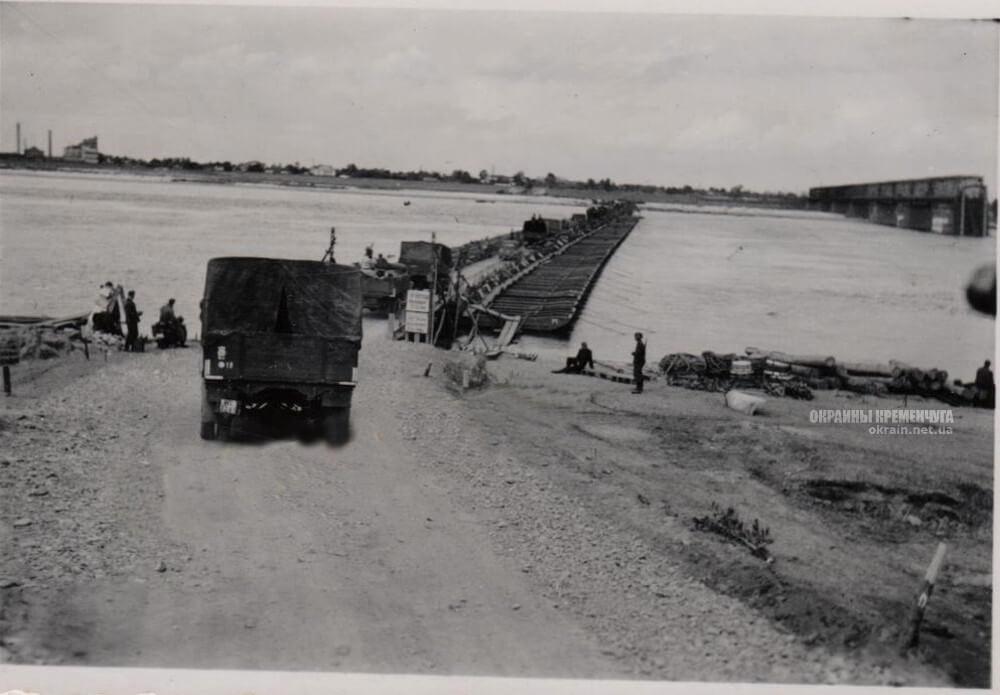 Выезд автомобилей на переправу в Кременчуге 1941 год фото номер 2219