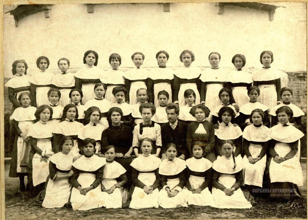 Учителя и воспитанники Крюковской женской ремесленной школы 1915 год фото номер 2220