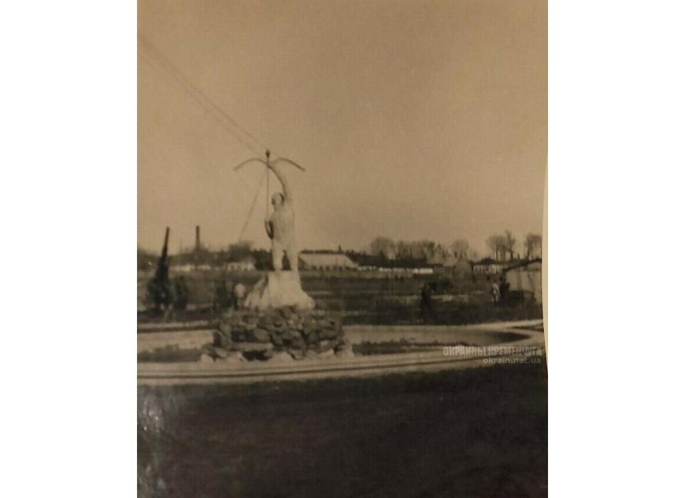 Фонтан в парке МЮДа в Кременчуге 1942 год фото номер 2322