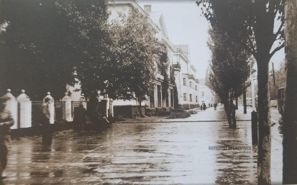 Левая сторона жилгородка КВСЗ у моста фото номер 2331