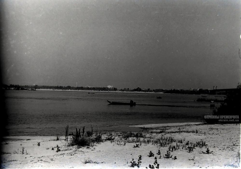 Пляж возле лодочной №1 Крюков 1978 год фото номер 2357