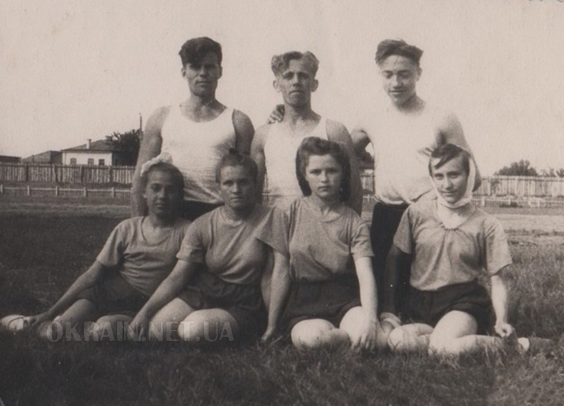 На стадионе Спартак в Кременчуге 1951 год фото номер 2363