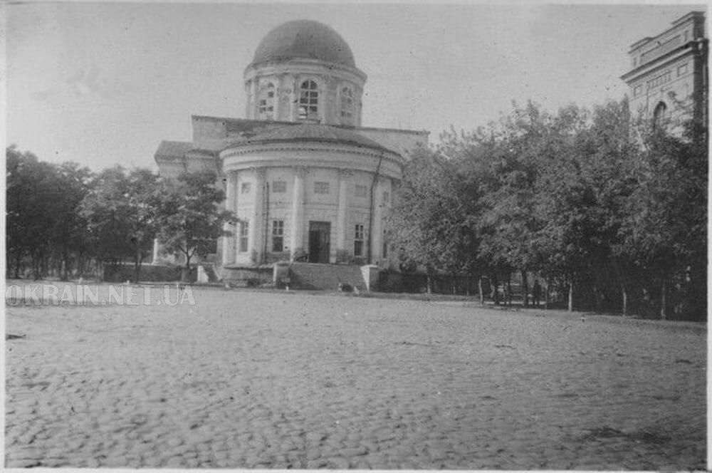 Успенский собор на площади в Кременчуге фото номер 2364