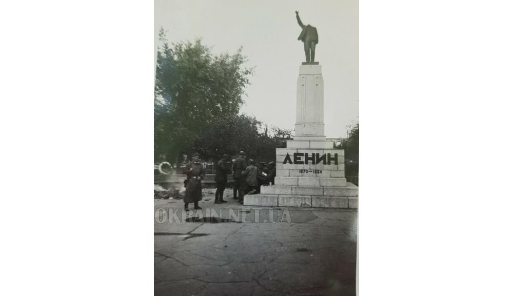 Памятник в Биржевом сквере Кременчуг фото номер 2365